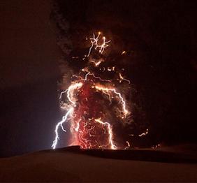 photo-Electrifying Images of Volcano Lightning