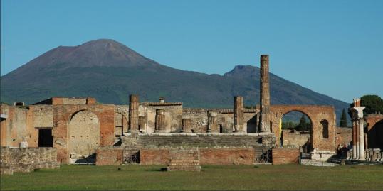 photo-Mount Vesuvius